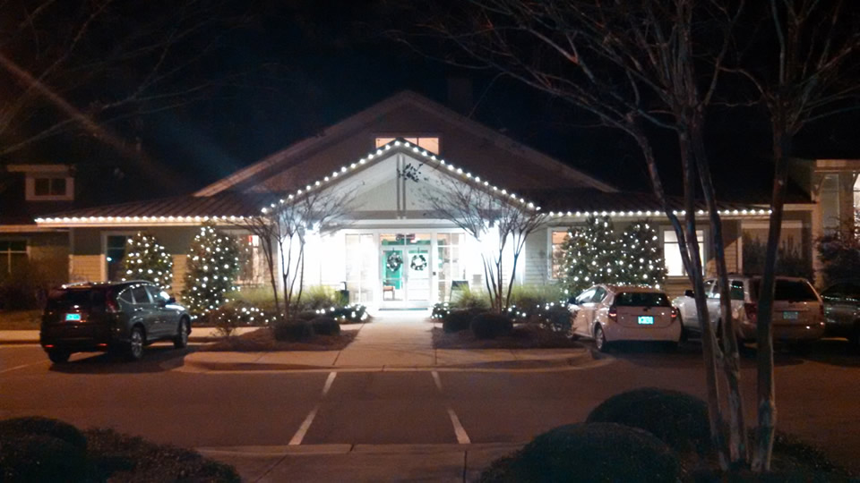 Brunswick-Forest-Fitness-Center-Holiday-lights