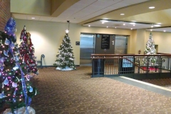 holiday-decorating-indoors-office-building