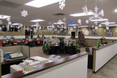 interior-christmas-decorating-office