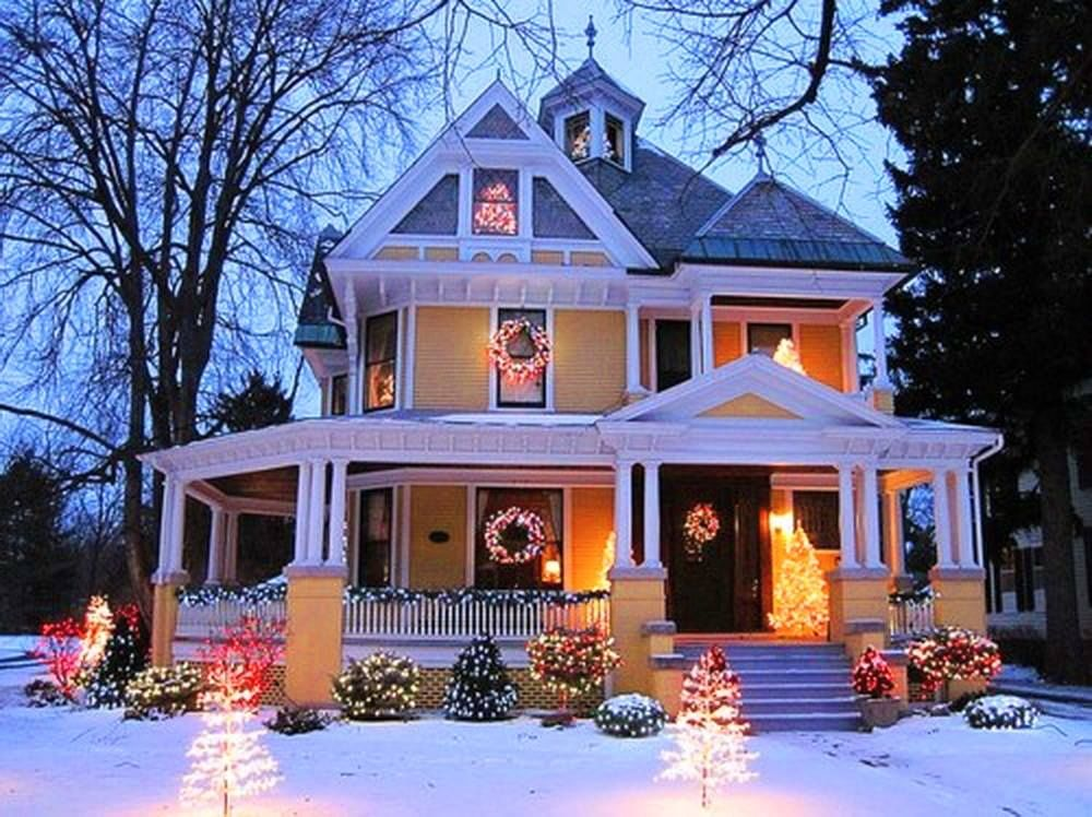 220214-Yellow-Victorian-With-Outdoor-Lights