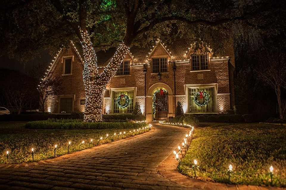 Christmas-Lights-for-sidewalk-and-house