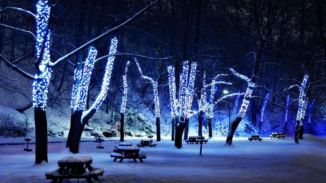 Christmas-Lights-Wallpapers-HD-Wallpaper-1080x607
