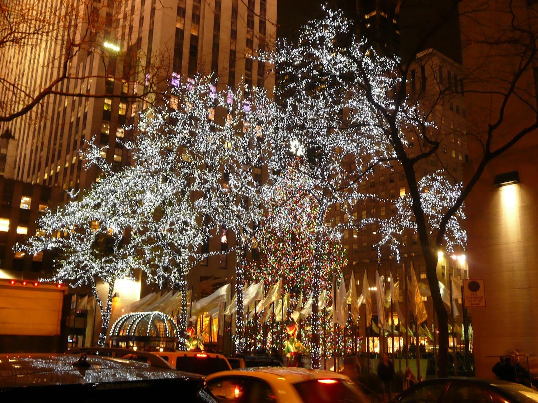 christmas-tree-in-rockefeller-center-new-york-city-3
