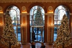 christmas-lobby