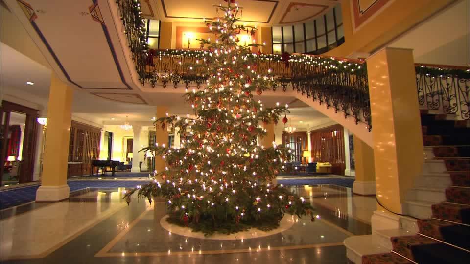 lobby-dell'albergo-luminarie-natalizie-atmosfera-natalizia
