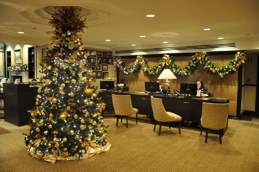 How to boost business with holiday lights long island for Indoor xmas decorating ideas