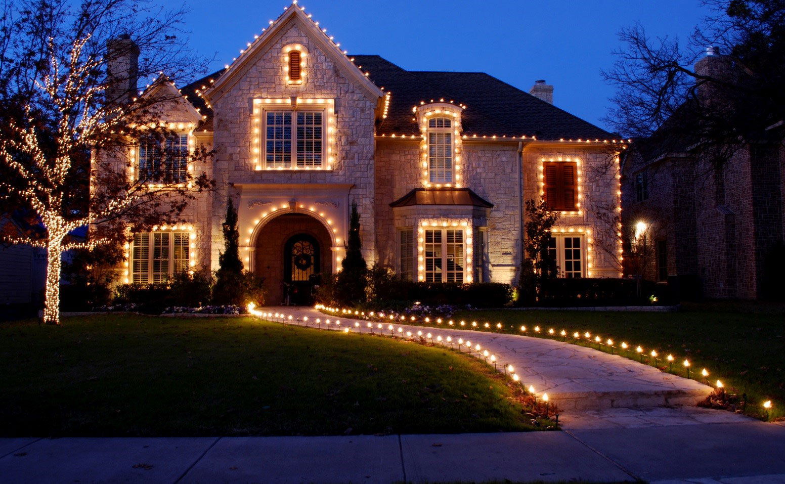 Call now to speak to a queens lighting specialist 646 833 0843